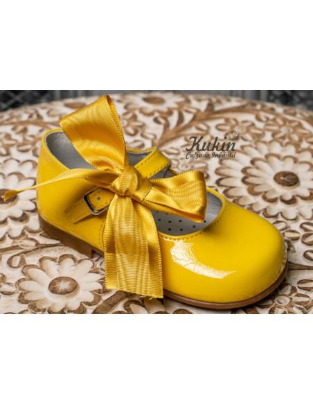 zapatos-niña-charol-amarillo