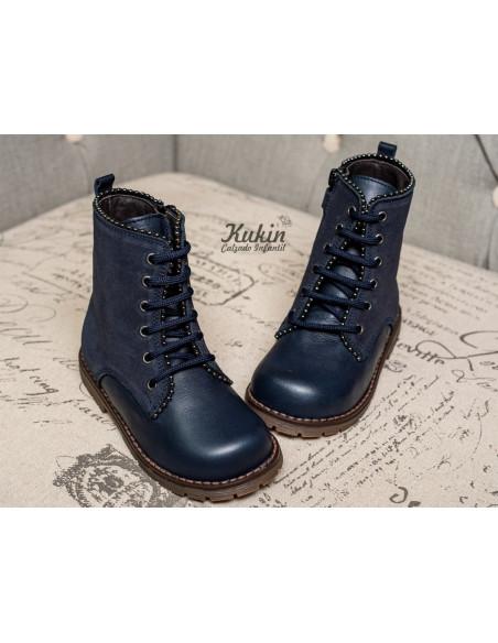 landos-botas-militares-niña
