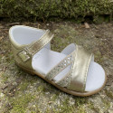 sandalias-doradas-nina-landos