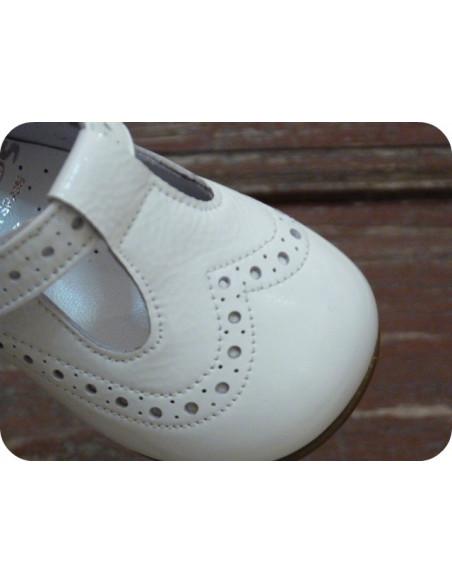 Zapatos tipo pepito de charol Landos