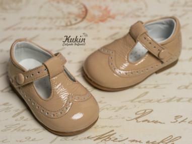 zapatos-niño-charol-camel