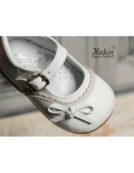 zapatos-niña-charol-blanco
