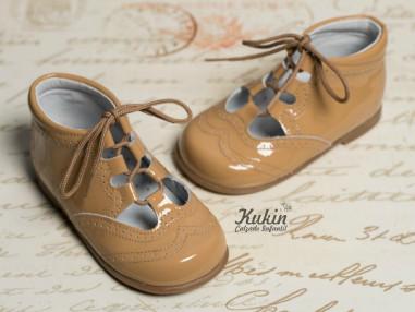 zapato-ingles-charol-camel