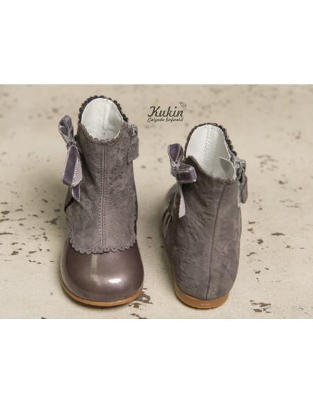 guxs-botas-grises-niña