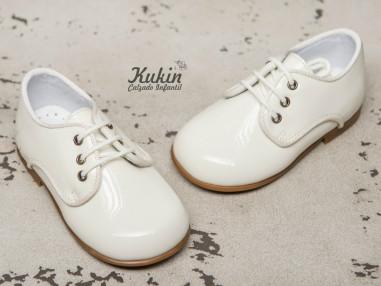 zapatos-niño-charol-beige